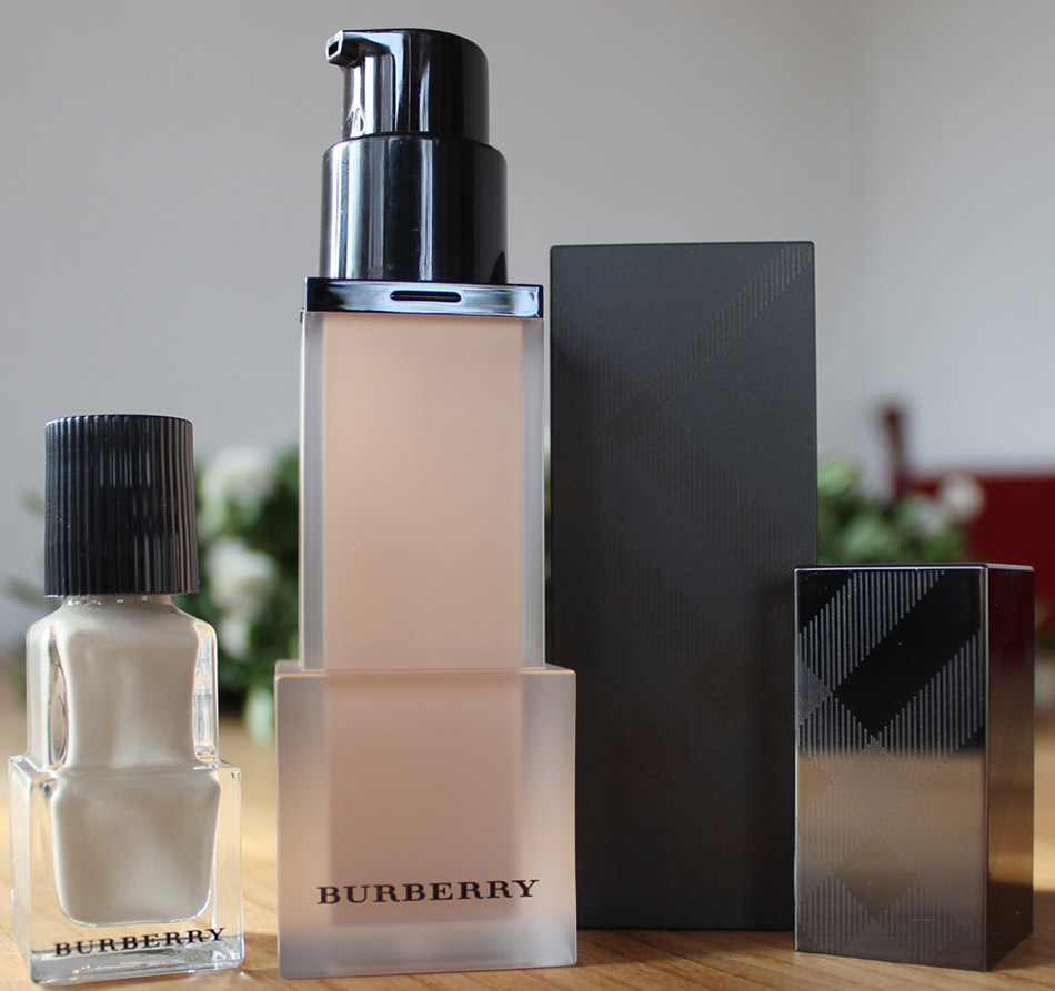 Burberry Velvet Foundation2